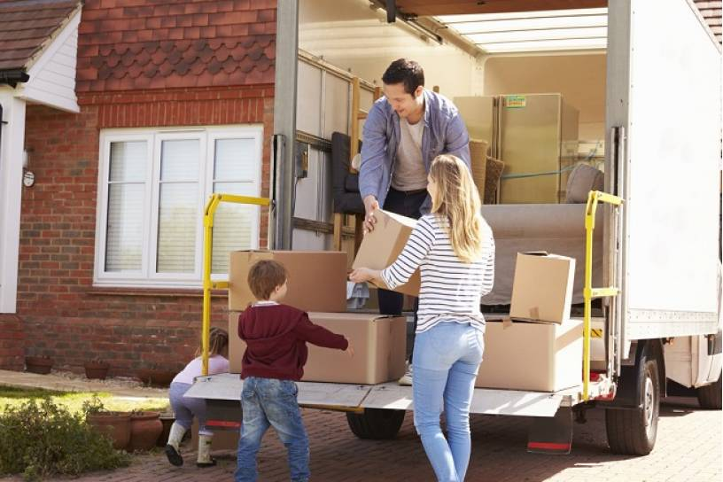 Should You Hire a Moving Company or Rent Your Own Truck?